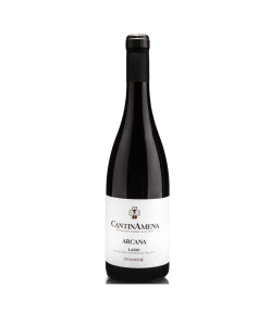Arcana Lazio IGP 2018 Bio. Un vino rosso rubino dall'olfatto intenso e netto di frutta scura, arricchito da piacevoli note speziate e dal gusto pieno ed avvolgente.