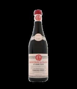 Montepulciano d'Abruzzo DOC 2017 Vino dall'aroma di frutta rossa e frutti di bosco. Al palato si rivela austero ma intenso. Ottimo con i formaggi stagionati